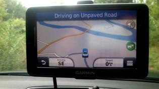 Garmin meldet, dass wir auf einer ungepflasterten Straße fahren ;-)