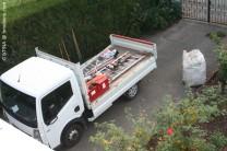 Lastwagen mit Arbeitsmaterial