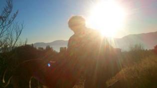 Daniel und Evita ganz von der Sonne umhüllt