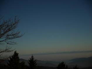 Fast ganz dunkel - doch die Alpenkette ist noch sichtbar!
