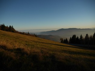 Sonne, Berge, Nebel