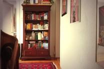Im oberen Stock an der Treppe