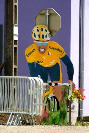Vélo-Cycliste aus Pappe