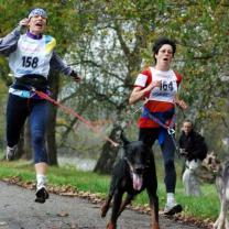 Beim Wettkampf - in den letzten Metern überholen wir noch - ich kann das Tempo fast nicht mehr stehen!!!