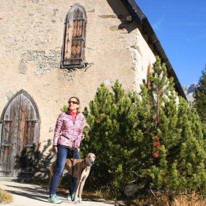 An der Kapelle in Gletsch (am Fuße des Furka- und Grimselpasses)