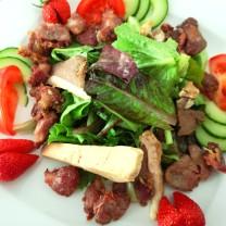 Salade Gourmande: Magret de canard fumé, foie gras, gésier confit